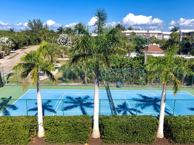 tennis courts at sandalfoot condo